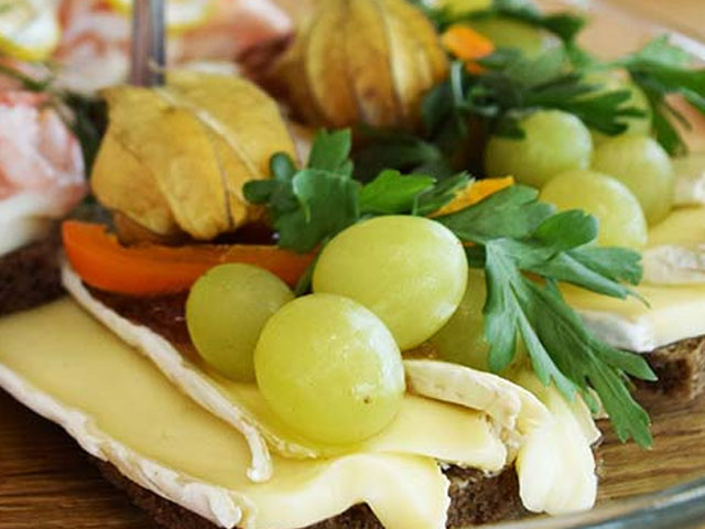 Smorrebrod Brie Cheese with ray bread, fig jam, grapes and parsley
