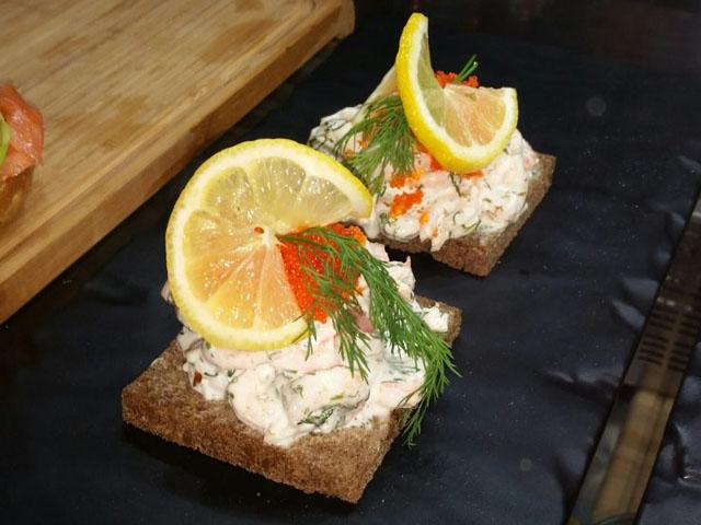 Smorrebrod SMØRREBRØDS Skagen Salad
