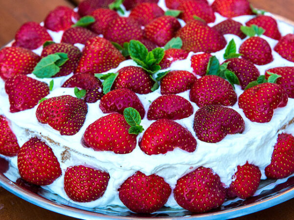 Smorrebrod Strawberry Cake / Jordgubbstårta